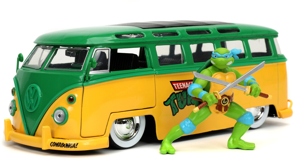 - Jada 1:24 Diecast 1962 VW Bus With TMNT Leo