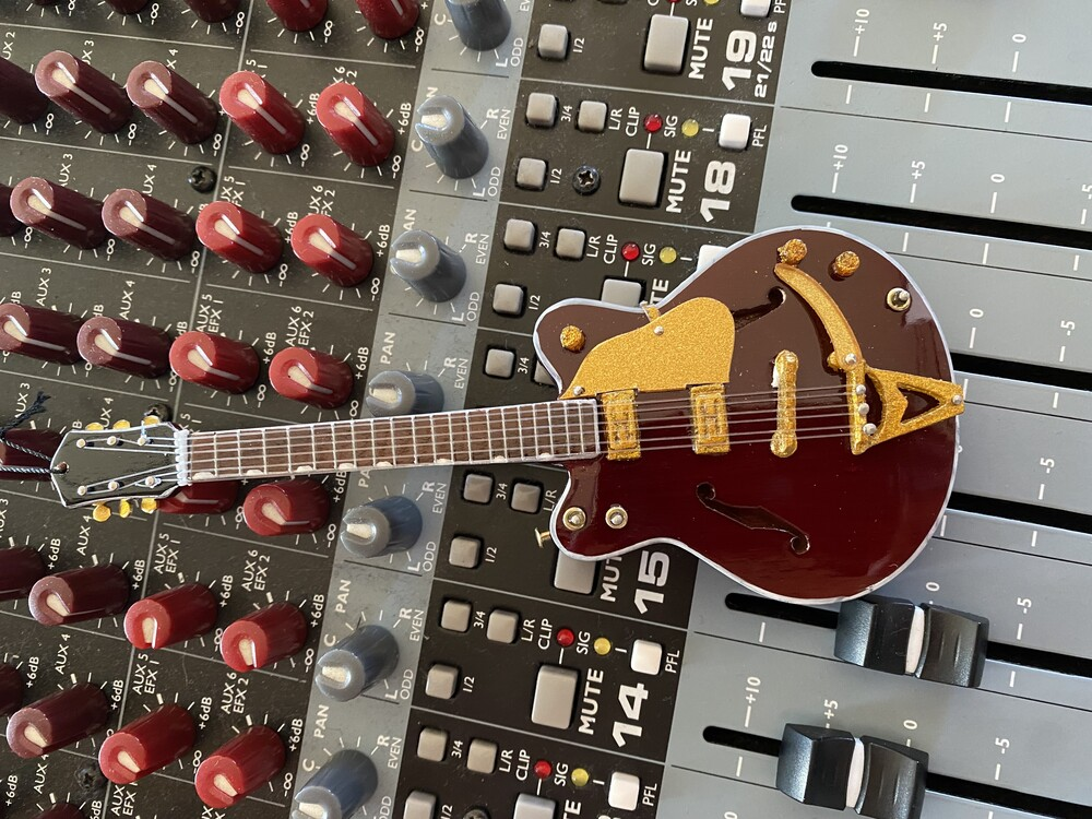George Harrison Beatles Cg 6 Inch Guitar Ornament - George Harrison Beatles Cg 6 Inch Guitar Ornament