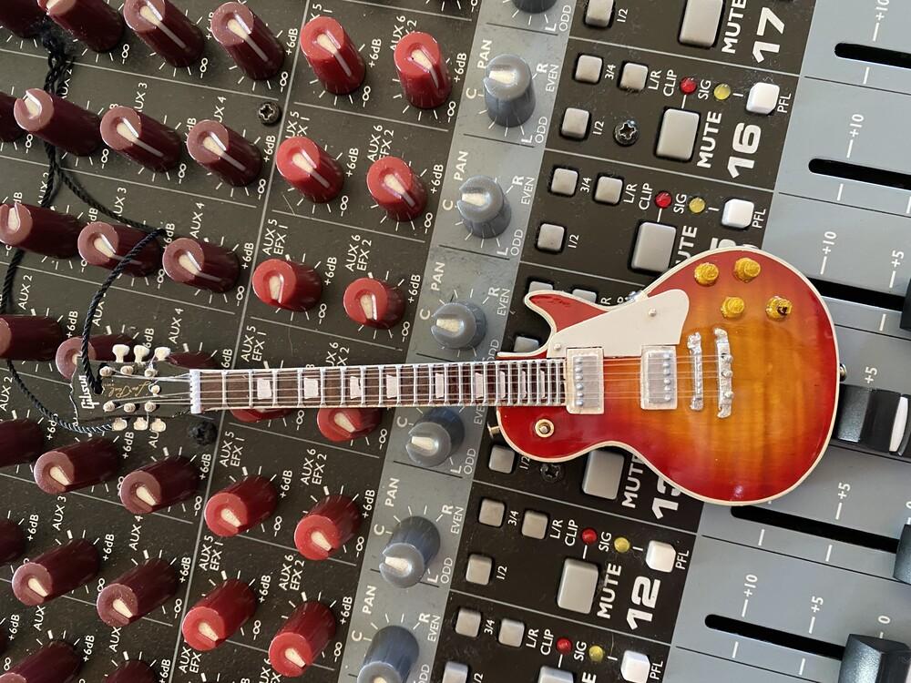Gibson Cherry Sb Les Paul 6 in Guitar Ornament - Gibson Cherry Sb Les Paul 6 In Guitar Ornament