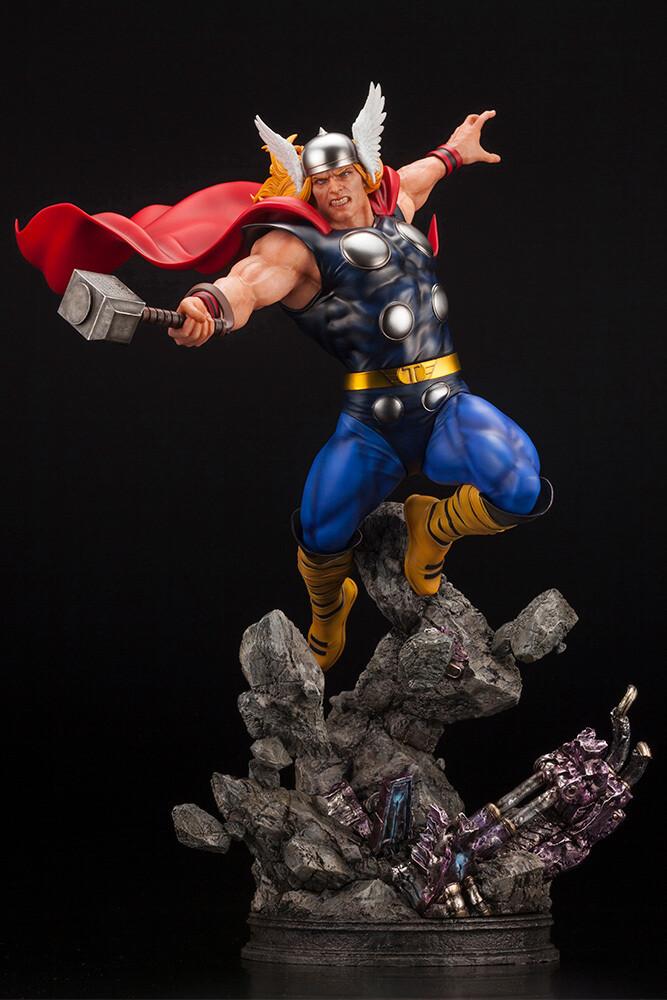 - Marvel Universe - Thor Avengers Fine Art Statue
