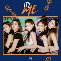 Itzy - It'z Me (Random Cover) (Incl. 80pg Photobook, Frame Sleeve, Cover Postcard + 2 x Photocards)