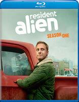 Resident Alien: Season One - Resident Alien: Season One (2pc) / (2pk)