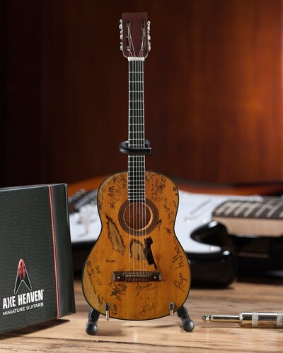 WILLIE NELSON SIGNATURE TRIGGER ACOUSTIC GUITAR